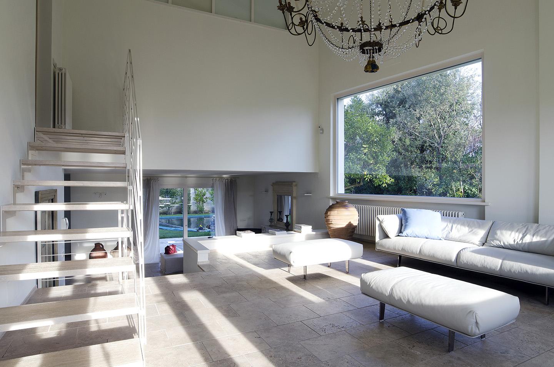 Villa via agnelli interni marco pacini architetto for Architetto arredamento interni